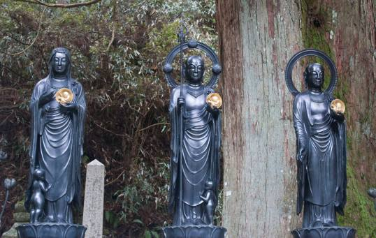 Statues at Okunoin graveyard